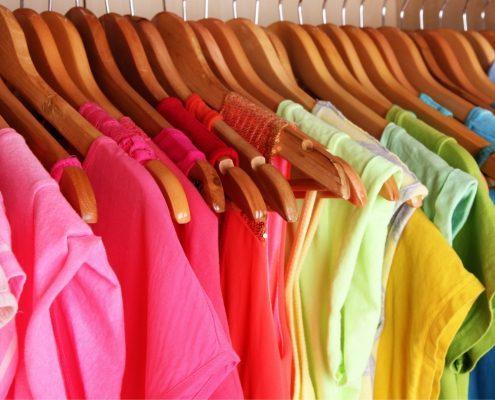 Jak dobrać kolory w szafie